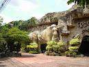 Tiger Zoo, bei Siracha, 2013
