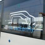 het logo op de Mercedes Citaro van The family bus 494