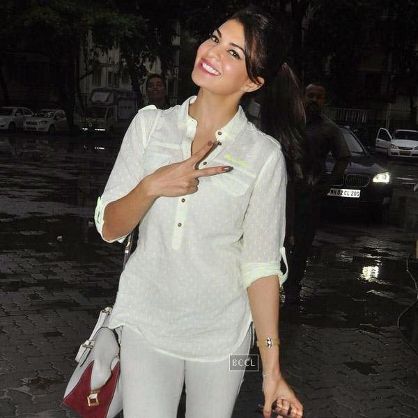 Jacqueline Fernandez snapped at Bandra in Mumbai, on July 28, 2014.(Pic: Viral Bhayani)
