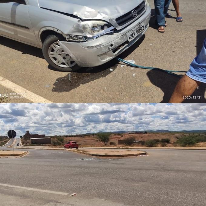 Colisão entre carros em Afogados da Ingazeira nesta quinta (31)