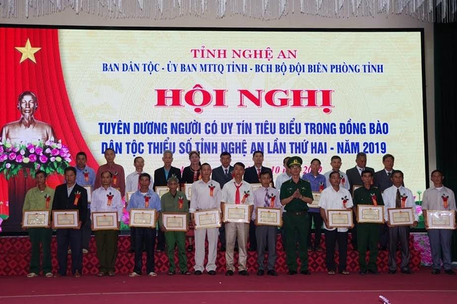 BĐBP Nghệ An tặng 24 Giấy khen cho các cá nhân tiêu biểu đạt thành tích xuất sắc trong phong trào thi đua yêu nước, góp phần xây dựng khối đại đoàn kết toàn dân tộc