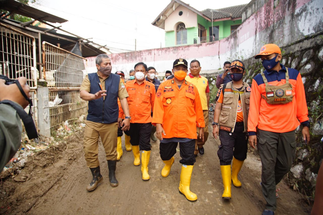 Uu Ruzhanul Tinjau Banjir di Bekasi