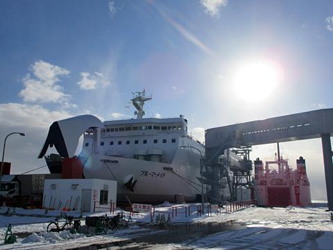 津軽海峡フェリー「ブルーマーメイド」 函館港到着