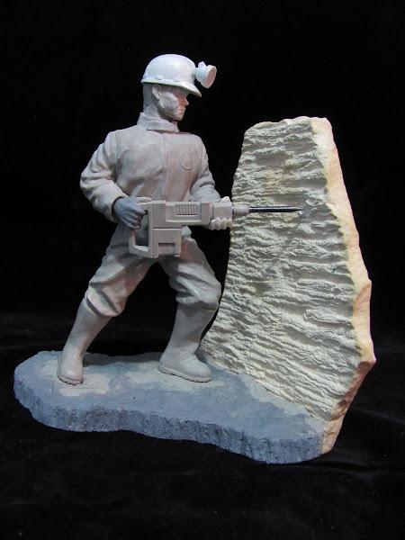 Escultura del minero ya finalizada