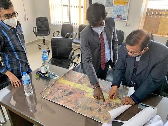 देवघर: अधिकारियों के साथ डीसी पहुंचे निर्माणाधीन एयरपोर्ट, लिया जायज़ा और अधिकारियों को दिये आवश्यक दिशा-निर्देश