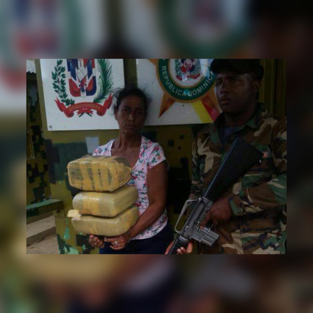 Detienen mujer de 64 años con cinco pacas de presunta droga en Dajabón