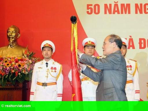 Hình 1: Ngành Hàng Hải Việt Nam đón nhận Huân chương Độc lập hạng Ba