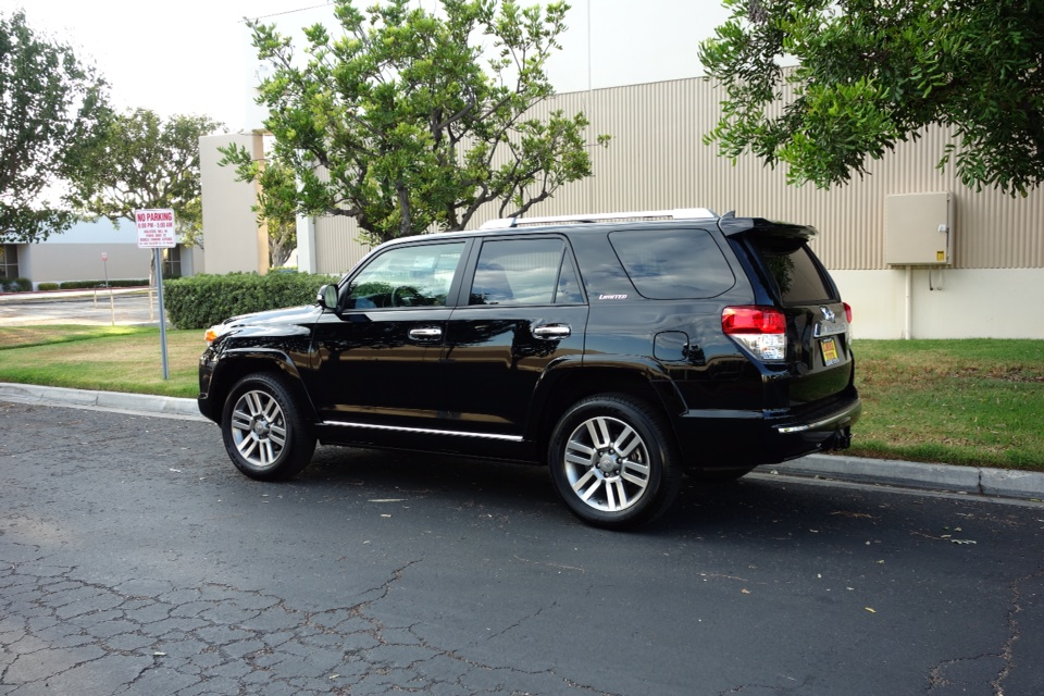 do the 2015 rav4 have 3rd row seating autos post. Black Bedroom Furniture Sets. Home Design Ideas