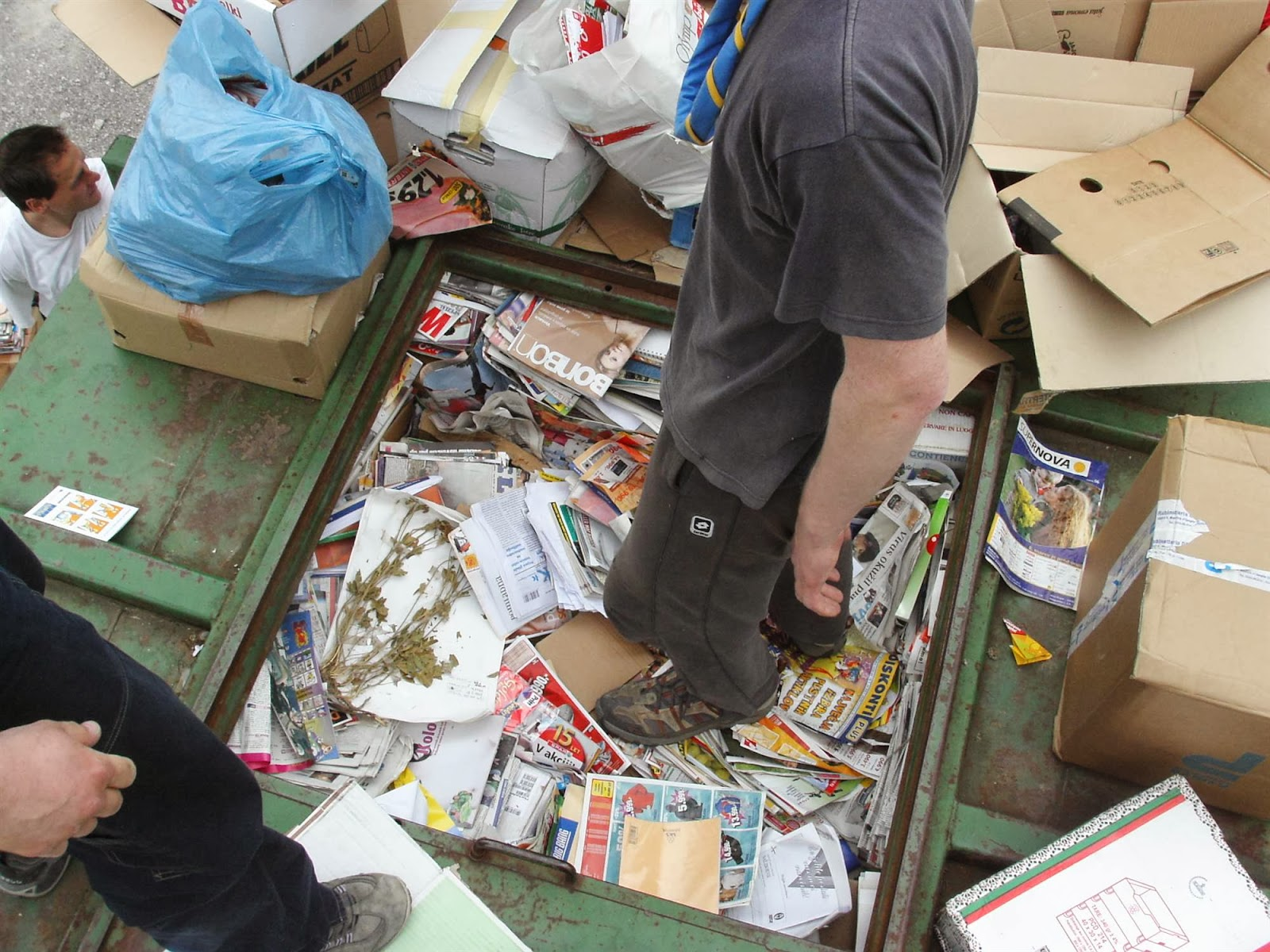Zbiranje papirja, Ilirska Bistrica 2006 - KIF_8470.JPG