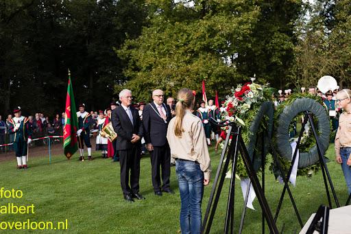 herdenkingsdienst  en een stille tocht naar het Engelse kerkhof 12-10-2014 (67).jpg