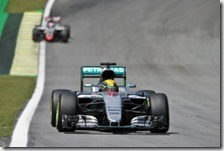 Lewis Hamilton nelle prove libere del gran premio del Brasile 2016