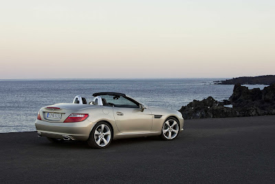 2012_Mercedes-Benz_SLK_350_3000x2000_Rear_Angle