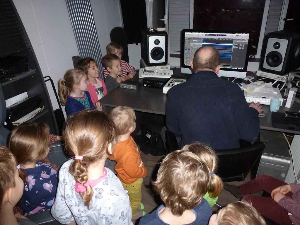 Leefgroep 1 op bezoek in een muziekkamer - P1080912.JPG