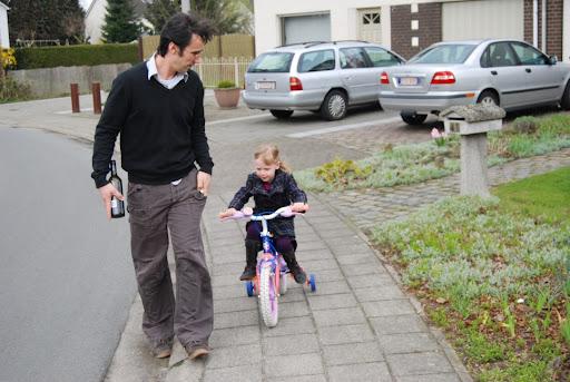 Ik ga nekeer naar mijn vriendinnetjes fietsen