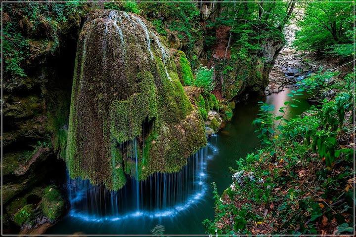 Izvorul Bigar, a cachoeira de conto de fadas