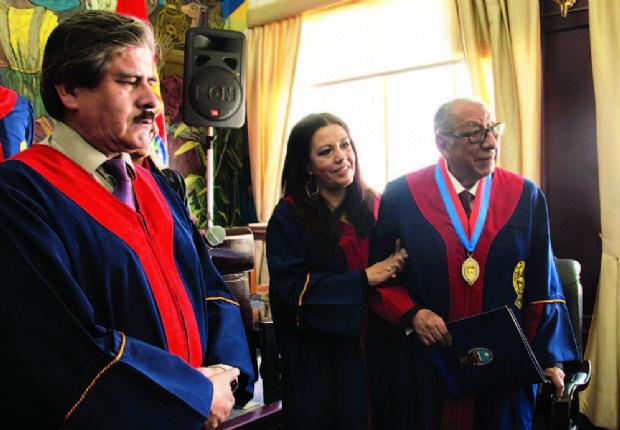 Wálter Navia es Doctor Honoris Causa de la UMSA