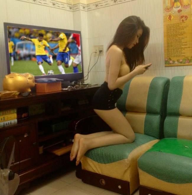 Tránh ra cho anh xem bóng đá