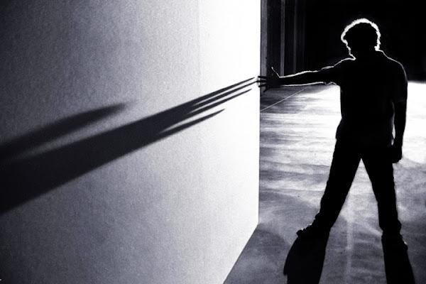 L' inganno delle tenebre uccide la luce. di AlexAntonini