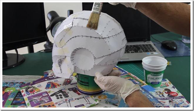 Aplicar Resina con pincel por toda la superficie - Tutorial Iron Man - Pepakura