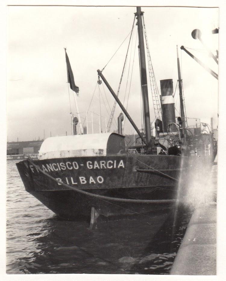 Vista de popa del FRANCISCO GARCIA en lugar y fecha indeterminados. Foto remitida por Joe MacMillan. Nuestro agradecimeinto.tif