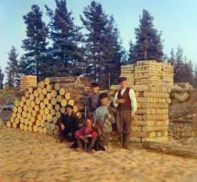 Пильщики на Вытегре. Онежское озеро, 1909 год (Сергей Михайлович Прокудин-Горский)