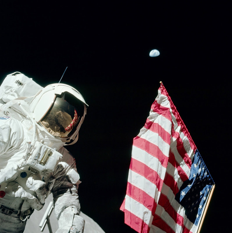 apollo_17_Flag_of_United_States_of_America.jpg