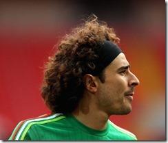Memo Ochoa Getty Long Curly Hair Soccer Hairstyles Headband E1518550287312