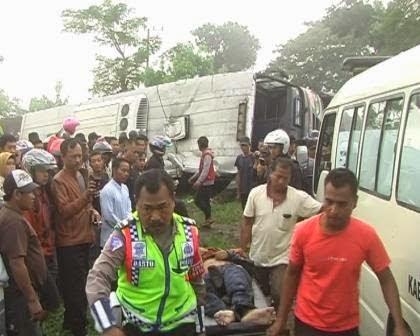 Berita foto dan video SINAR NGAWI terkini: Kronologi terjadinya kecelakaan tunggal Bus di jalur Ngawi – Mantingan