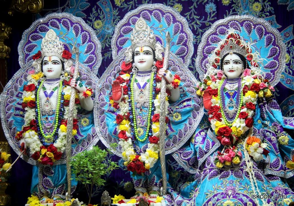 ISKCON Juhu Sringar Deity Darshan on 7th July 2016 (23)