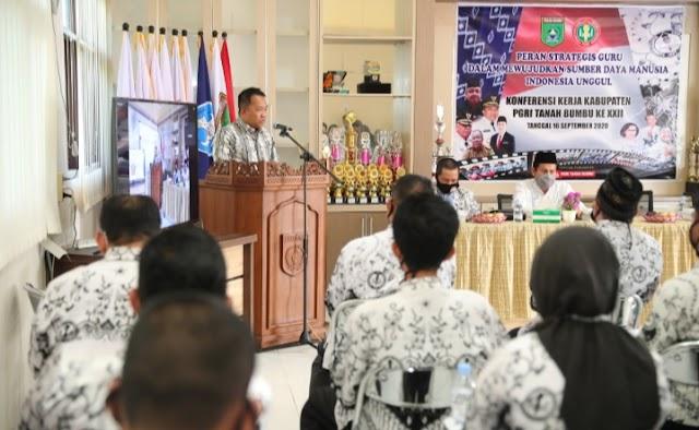 Buka Konferensi PGRI, Ini Harapan Bupati Sudian