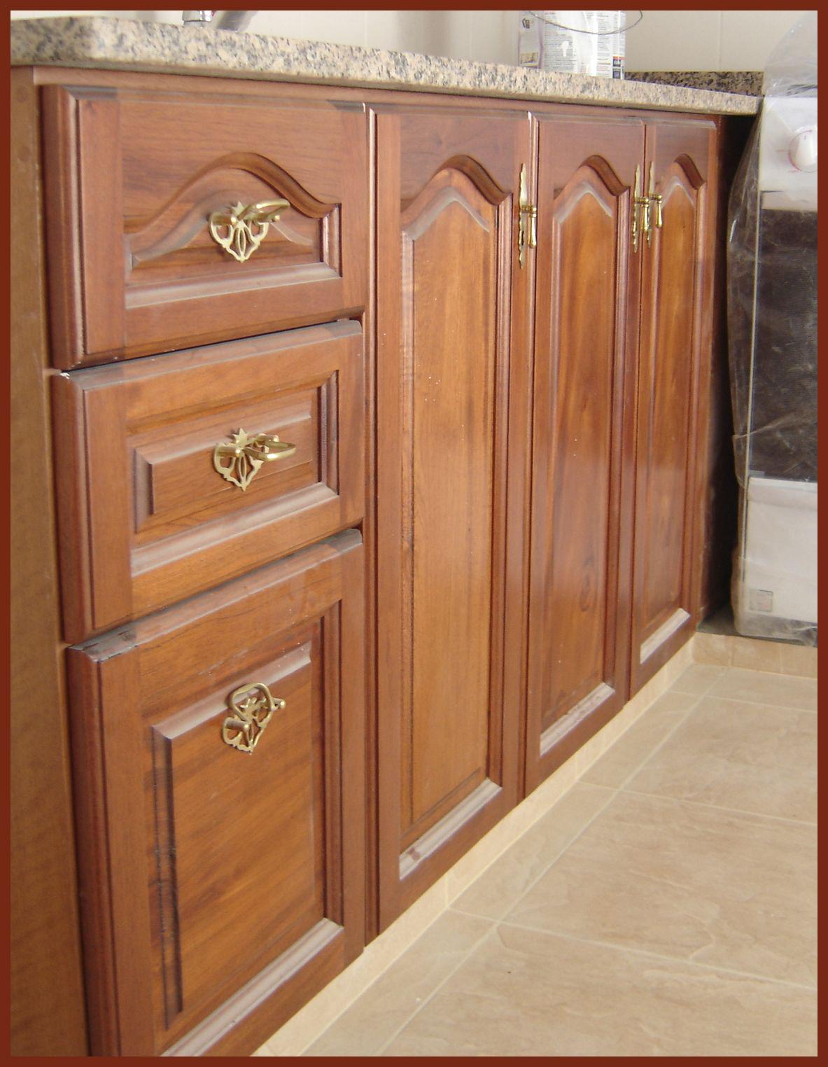 Mueble de cocina cedro la carpinteria de daniel for Frentes de muebles de cocina