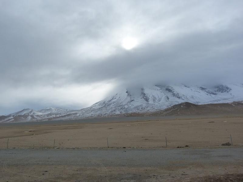 XINJIANG. Karakoram Highway, lune des plus haute route au monde, en passant a 4400 m - P1280658.JPG
