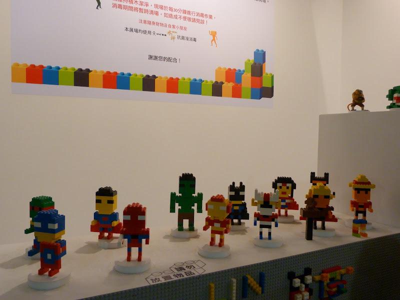 Taipei. Songshan Cultural and Creative Park. Nathan Sawaya. LEGO - P1230059.JPG