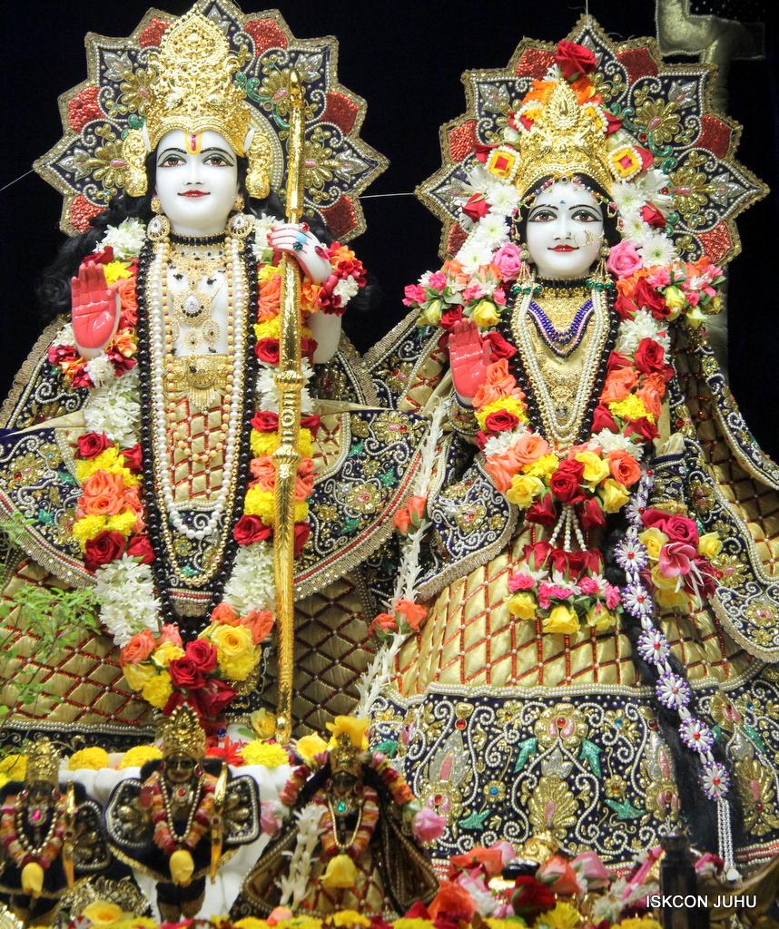 ISKCON Juhu Sringar Deity Darshan on 24th September 2016 (29)