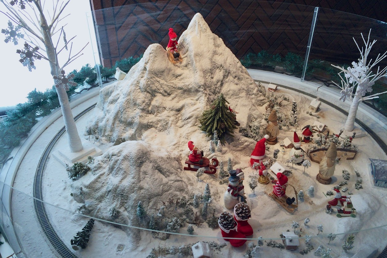 ロビーに飾られたクリスマスオブジェ