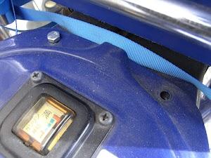 カブのガソリンタンクのボルト