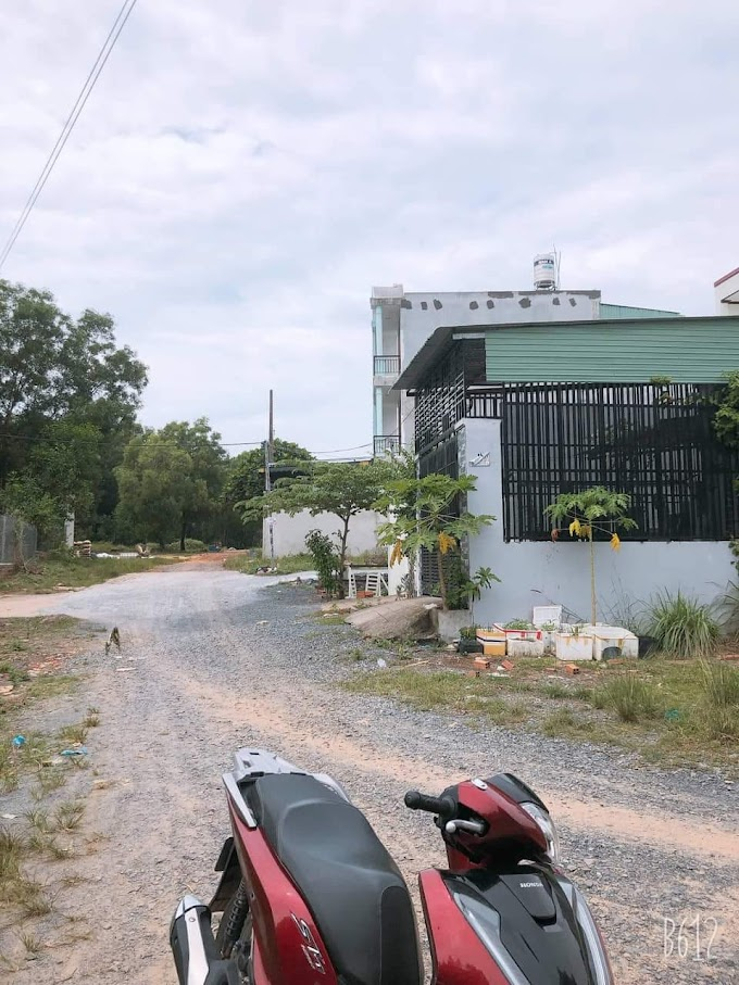 Cần bán lô đất mặt tiền đường Tân Hiệp, Tân Bình, Dĩ An.
