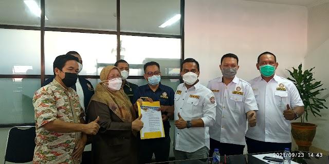 Pengurus KARTAR JABAR serahkan SK Karang Taruna Kota Bekasi Ke Pemerintah Kota Bekasi