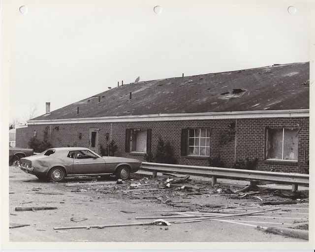1976 Tornado photos collection - 94.tif