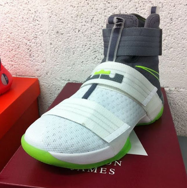 Original Dunkman Theme Returns for the LeBron Soldier 10