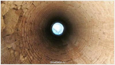 Центральная колонна Фракийской гробницы изнутри.
