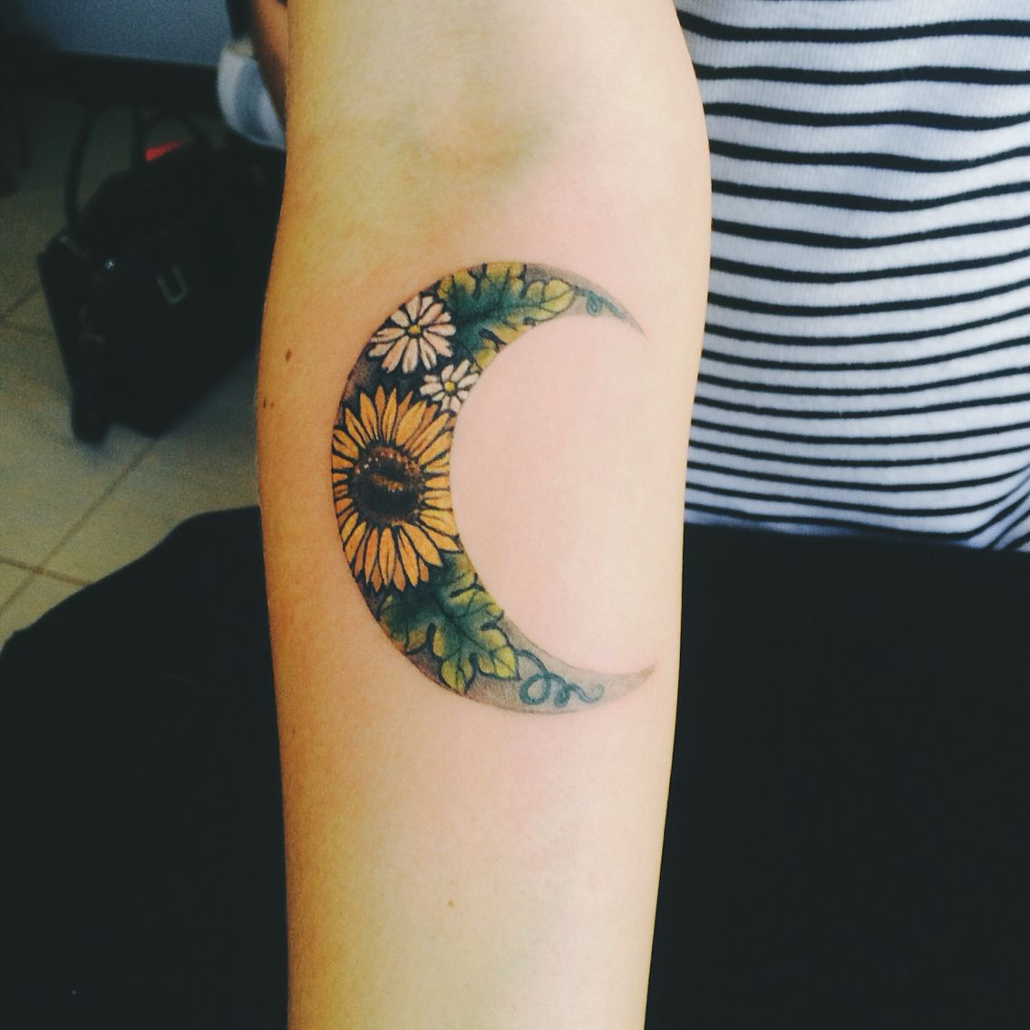 LATEST SUNFLOWER TATTOO DESIGNS FOR ATTRACTIVE WOMEN'S LOOK 12