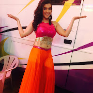 Mannara Chopra New year Performance