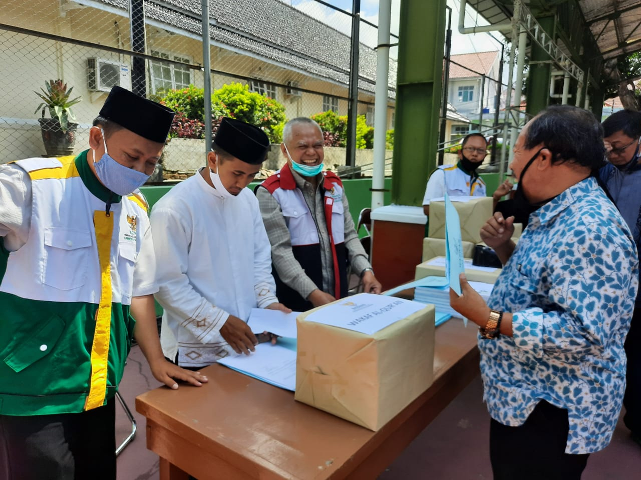 Jum'at Berkah, Pemkab Majalengka Di Dampingi Baznas Salurkan Bantuan