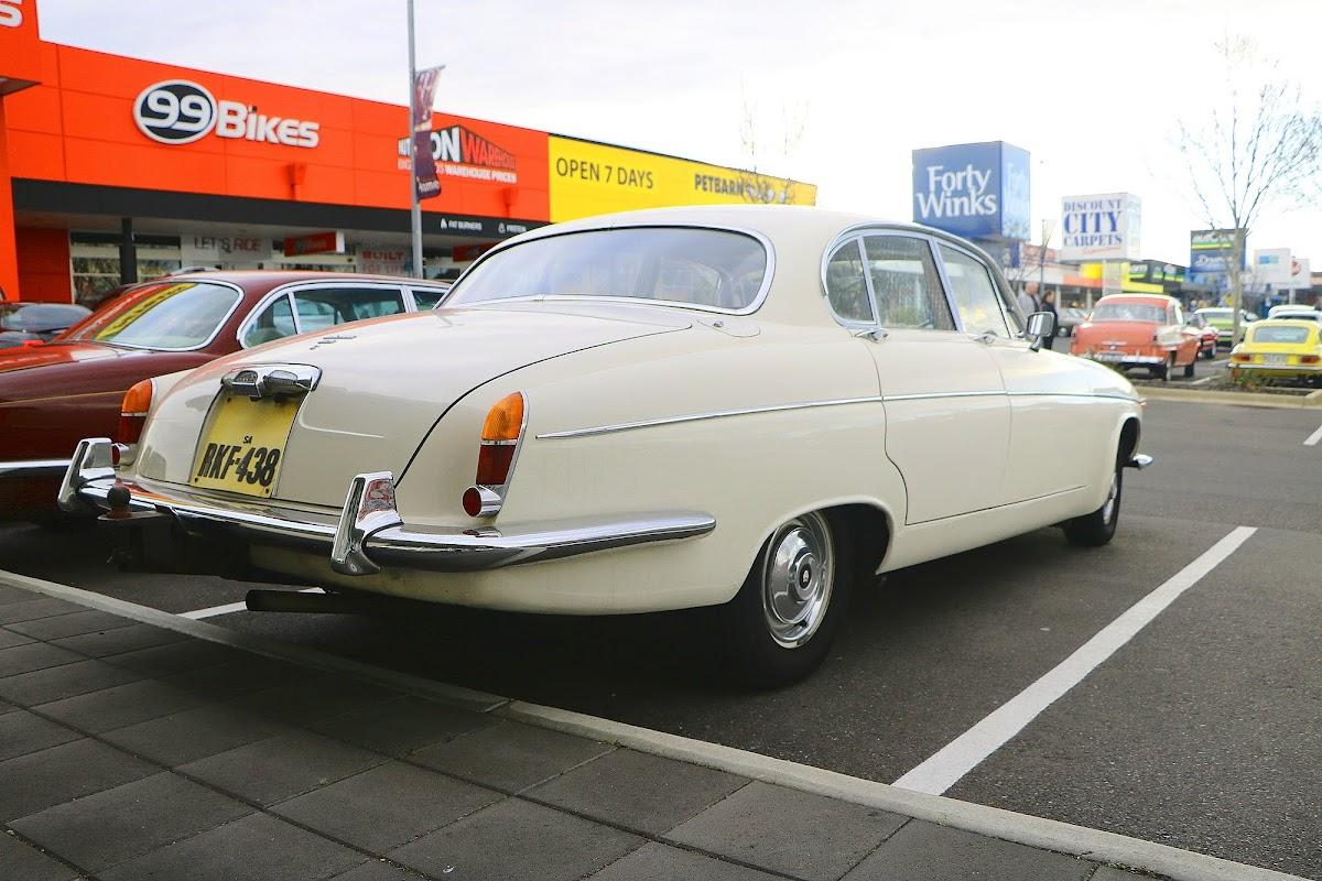 Jaguar Mk10 (04).jpg