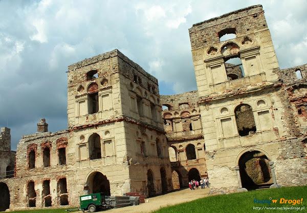 zamek krzyżtopór - dziedziniec