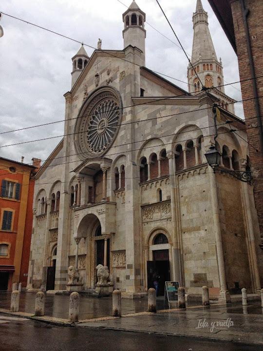 Fachada principal de la Catedral de Módena