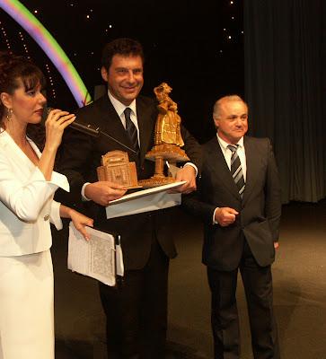 Antonio Diana premia Fabrizio Frizzi