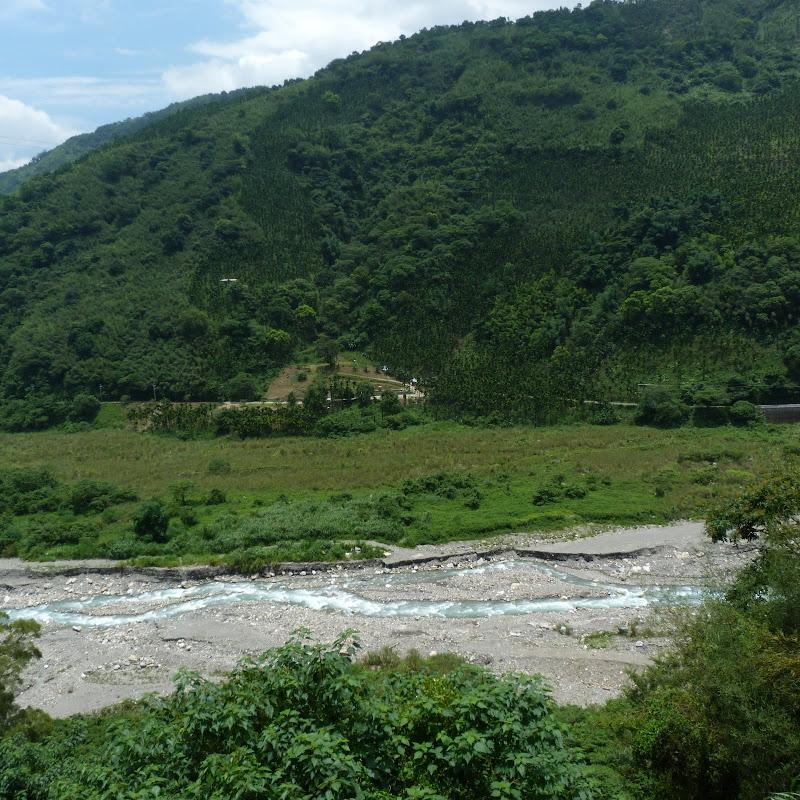 Puli  en passant , entre autres, par les villages de l ethnie Bunum de Loloko et Dili. J 10 - P1160914.JPG