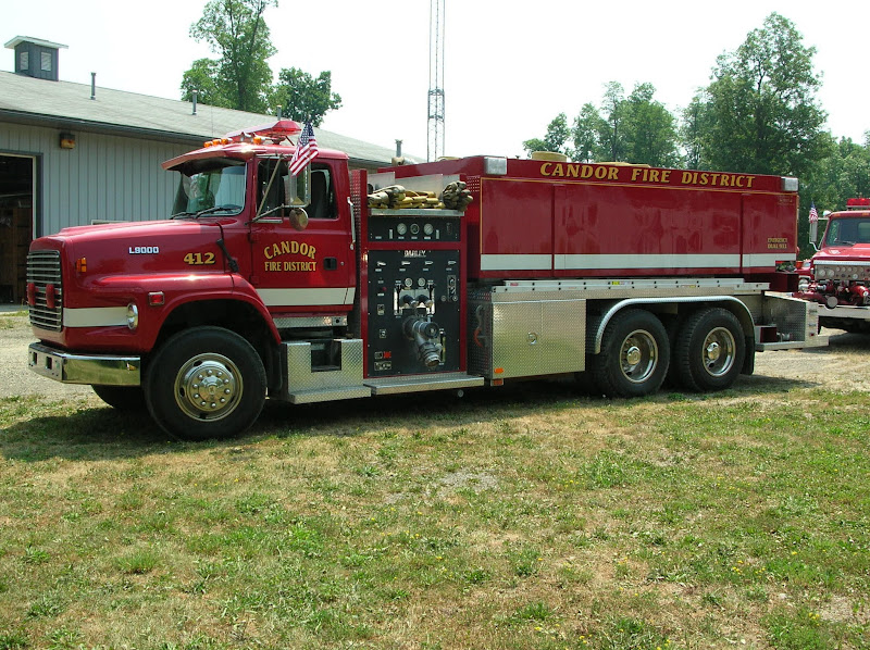 Photo: 412 - 1993 FORD FOUTS L-9000 PUMPER/TANKER- 3000 GAL. TANK & 1250 GPM PUMP WITH 3 SIDE AUTOMATIC HYDRAULIC DUMPS